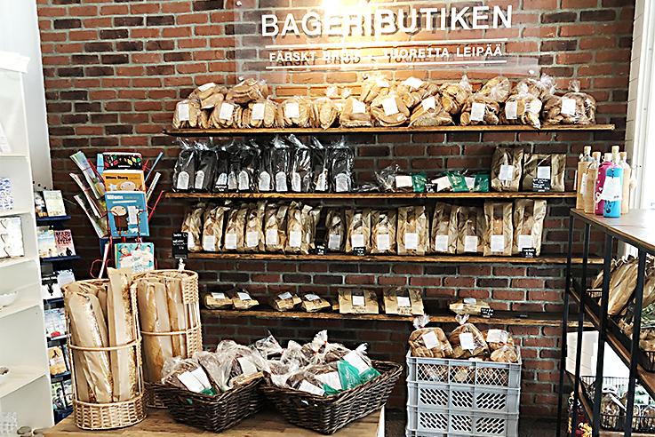 Tuoretta leipää mökkimatkalla